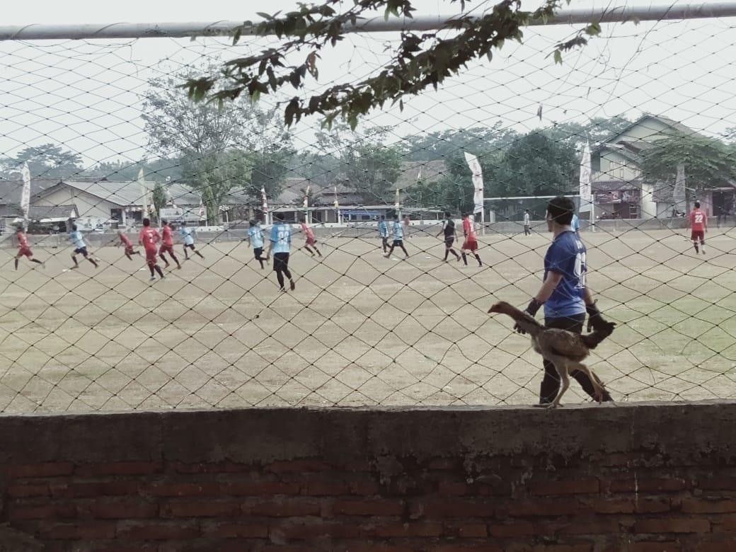 Pertandingan Sepak Bola Exsibisi Jelang Pesta Laut Desa Gempolsewu : PS BAHARI ALL START VS JAVA FC TEMANGGUNG Skor 0 - 2 Poin JAVA FC TEMANGGUNG
